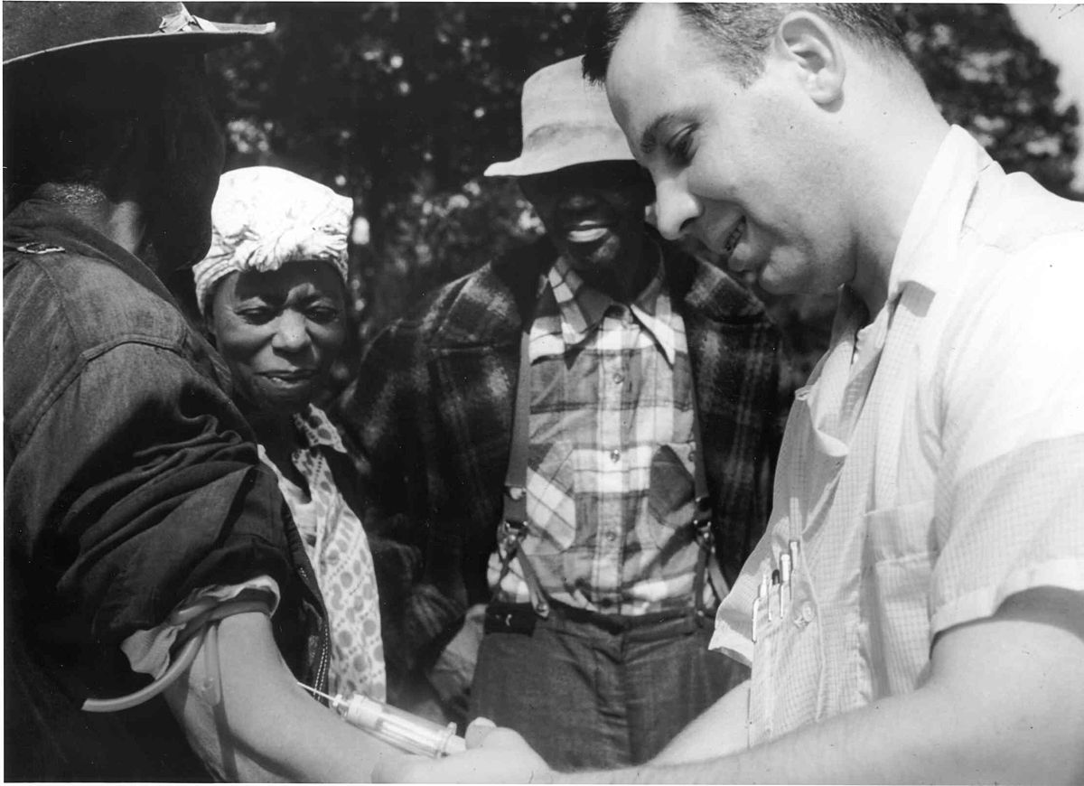1200px-Tuskegee-syphilis-study_doctor-injecting-subject.jpg