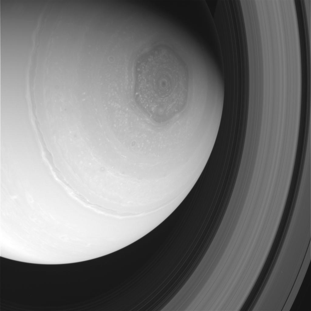 saturn hexagon.jpg