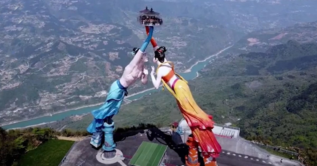 Have You Seen The Giant Statue Ride In China  Over A 3,000-Foot-TallCliff
